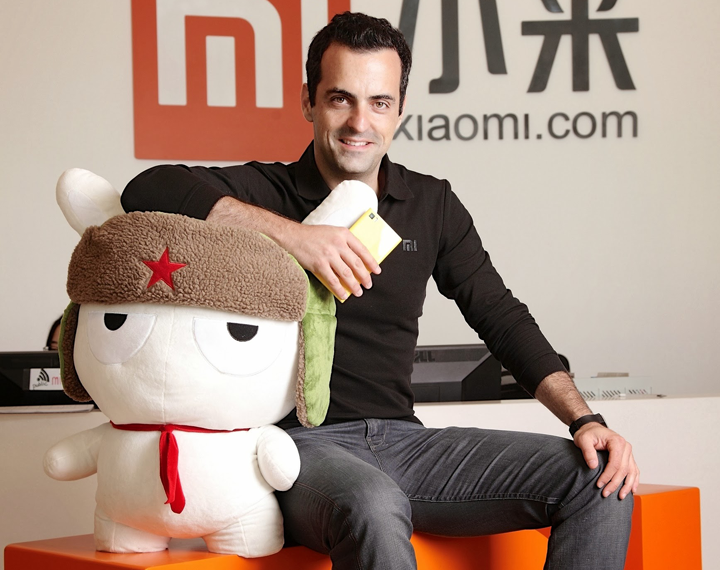 Hugo Barra with Xiaomi Mi 3 and Mi Bunny