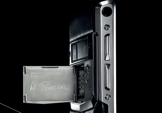 An English craftsman's signature on a Vertu Signature Touch