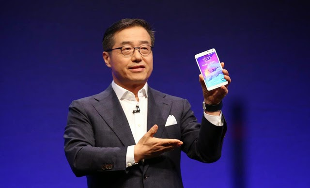 Samsung Executive Vice President DJ Lee presents the Galaxy Note 4