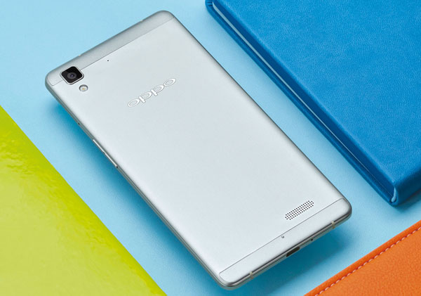 Back of the Oppo R7 Lite