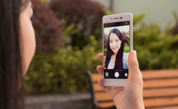 Selfie with the Oppo R7 Lite