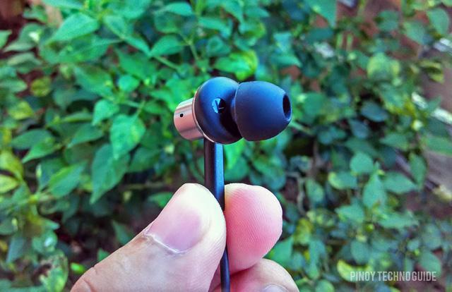 Mi-In-Ear-Headphones-Pro-left-earphones
