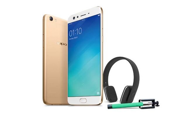 The OPPO F3 Plus with the freebies for those who pre-order.