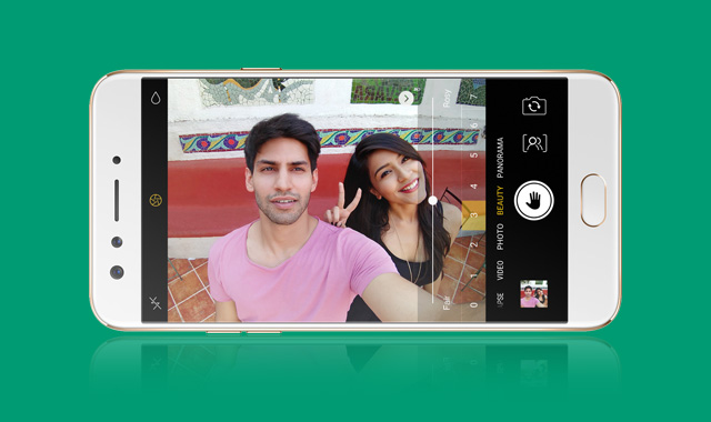 This is how taking selfies with the OPPO F3 looks like.