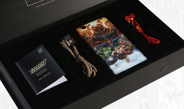 The Ekonic Justice League Smartphone comes in a JL themed box.