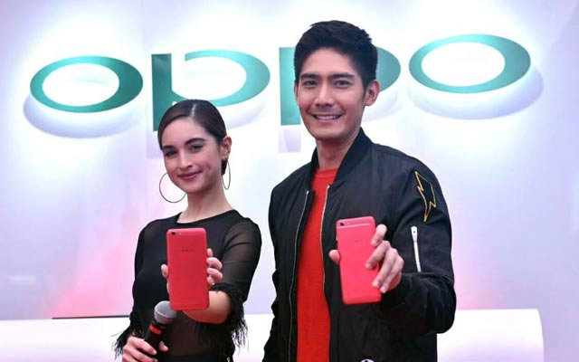 Robi Domingo and Coleen Garcia during the lauching of the OPPO F3 Red Edition.