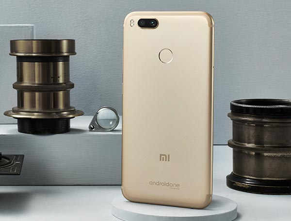The Xiaomi Mi A1 in gold.