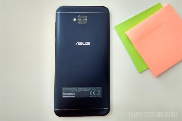 The ASUS Zenfone 4 Selfie has a built-in battery.
