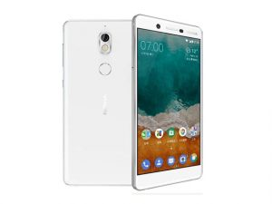 The Nokia 7 smartphone in white.
