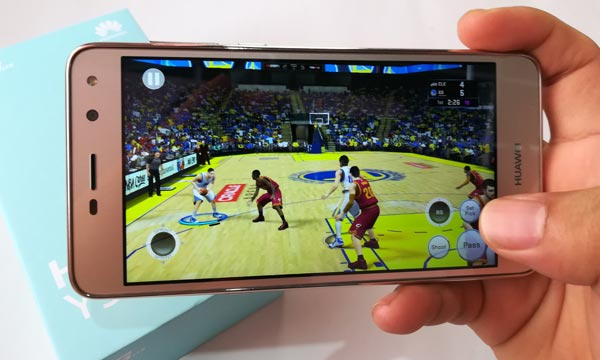 Gaming on the Huawei Y5 2017 smartphone.