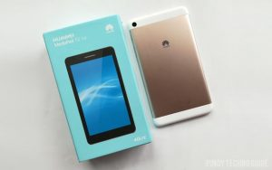 The Huawei MediaPad T2 7.0 comes in a simple box.