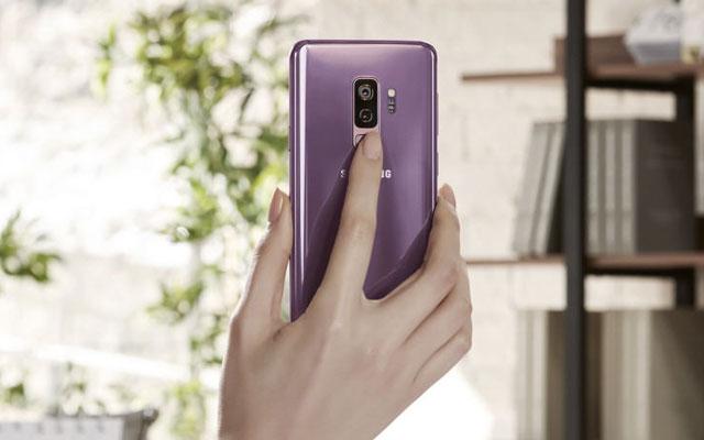 The Samsung Galaxy S9+ has dual cameras.
