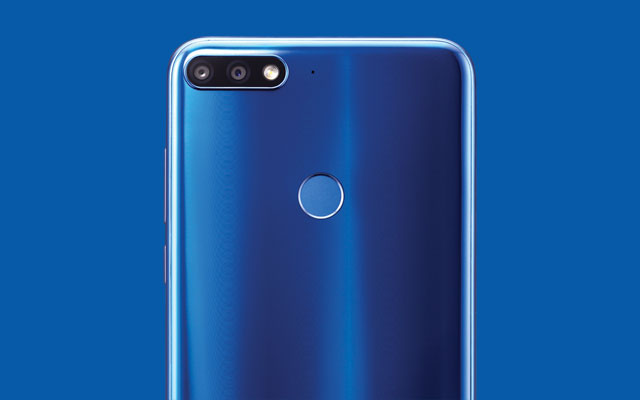 The blue color variant of the Huawei Nova 2 Lite is stunning!