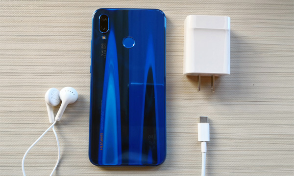 These are the contents of the pre-release Huawei P20 Lite box.