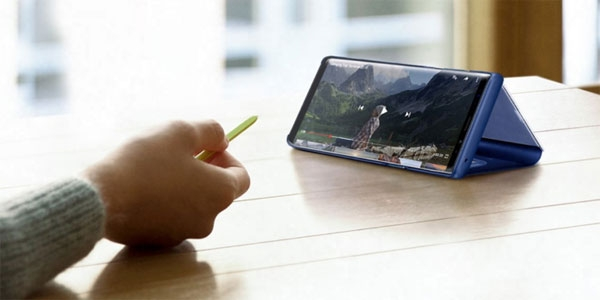 Using the S Pen to control video playback.
