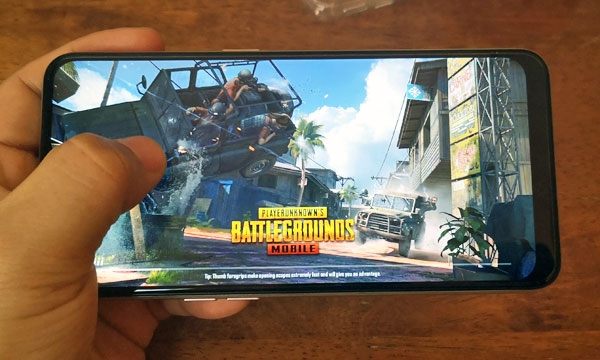 Playing PUBG Mobile on the OPPO A7.
