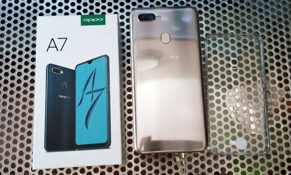 The OPPO A7 with its box.