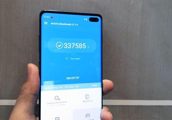 Samsung Galaxy S10+ Antutu Benchmark score.