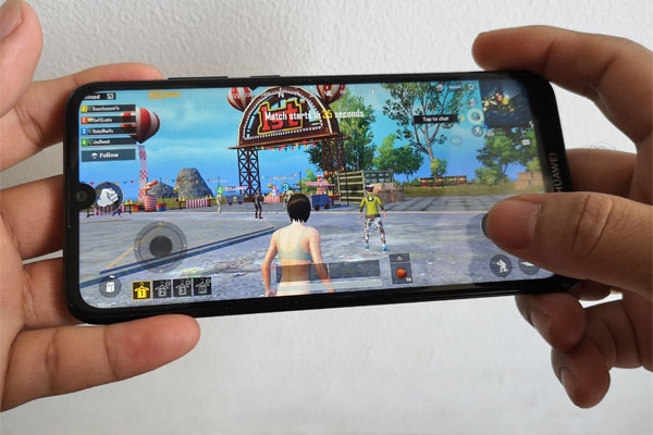 Playing PUBG Mobile on the Huawei Y6 Pro 2019