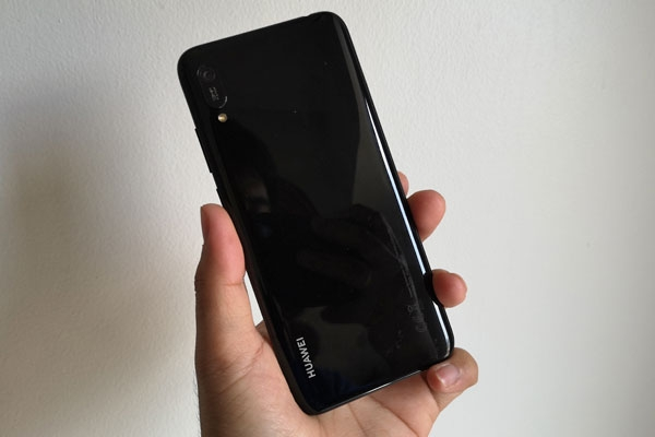 "The Huawei Y6 Pro 2019 is another ""pretty phone on a budget""."