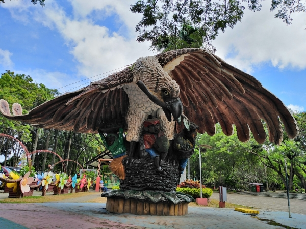 Philippine Eagle statue captured on the Huawei Y7 Pro 2019.