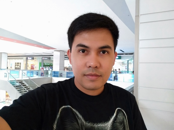 Sample selfie with AI beautification using the Huawei Y7 Pro 2019.