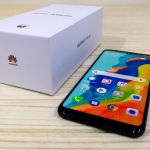 The Huawei P30 Lite and its box.