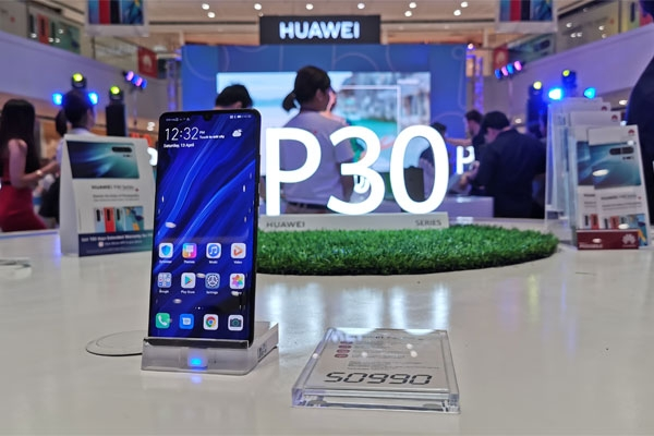 A Huawei P30 Pro smartphone displayed at the event.