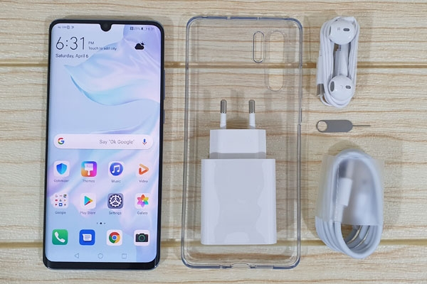These are the contents of the Huawei P30 Pro box.