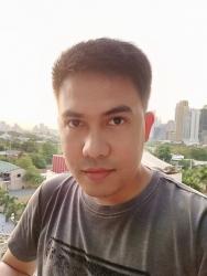 OPPO F11 Pro sample selfie (against the light).