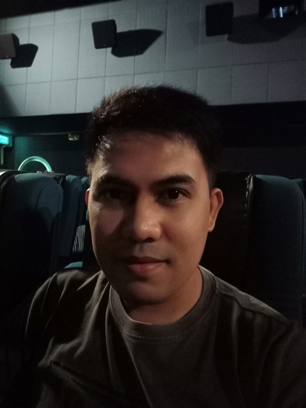 Sample selfie with the Realme 3 inside a cinema.