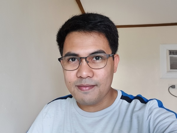 Samsung Galaxy S10 sample selfie.