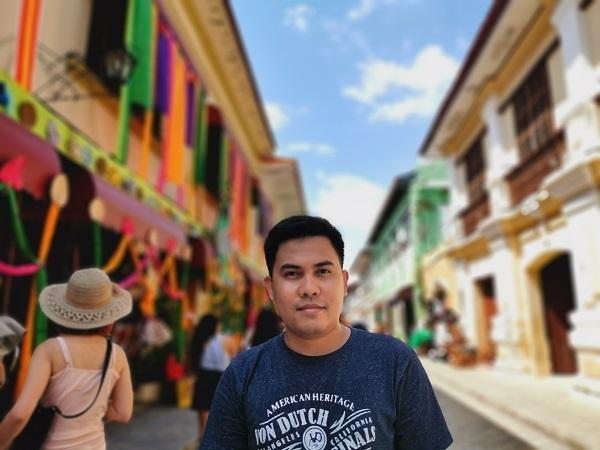 Calle Crisologo by Huawei P30 Pro (Portrait).