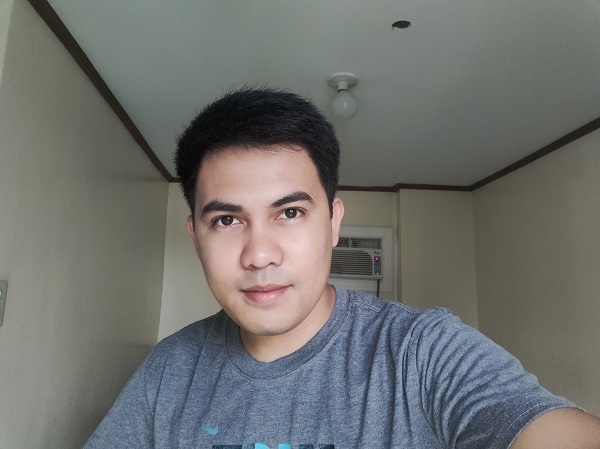 Realme 3 Pro sample selfie.