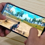 Playing PUBG Mobile on the Samsung Galaxy A30.