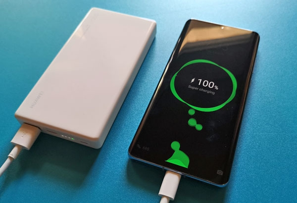 Charging the Huawei P30 Pro using the Huawei 12000 40W SuperCharge Power Bank.