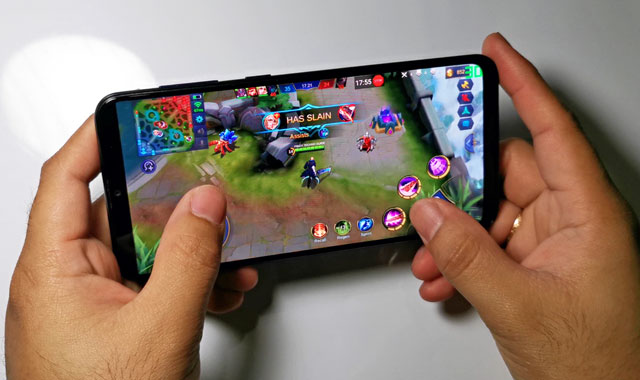 Playing Mobile Legends on the Samsung Galaxy A20