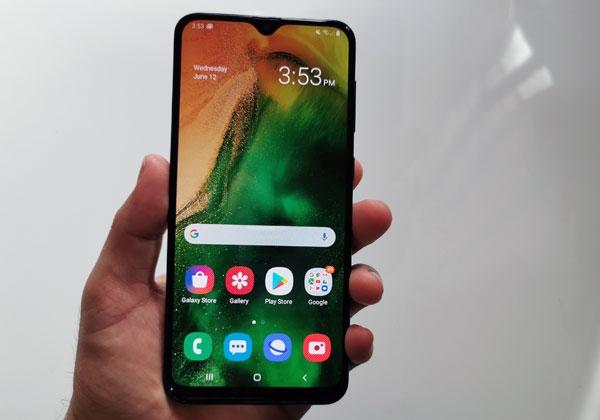 Samsung Galaxy A20 display.