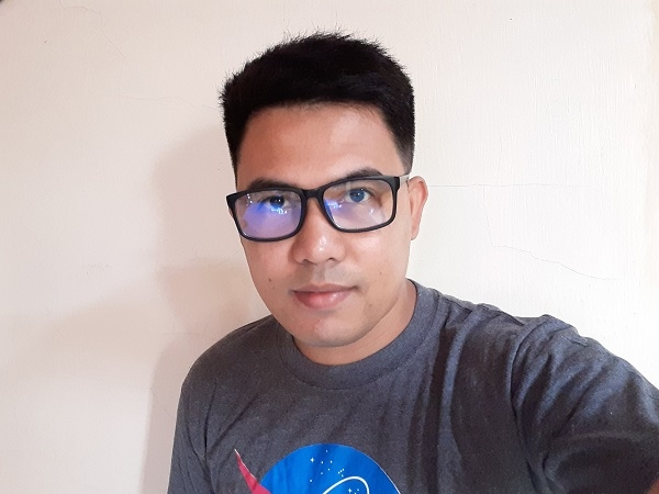 Samsung Galaxy A20 sample selfie