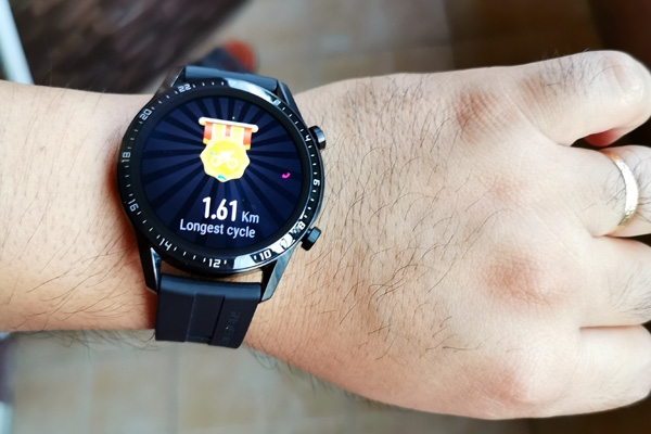 The Huawei Watch GT congratulates you for your best workouts.