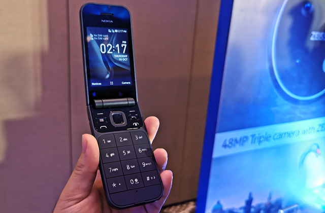 The Nokia 2720 Flip Phone