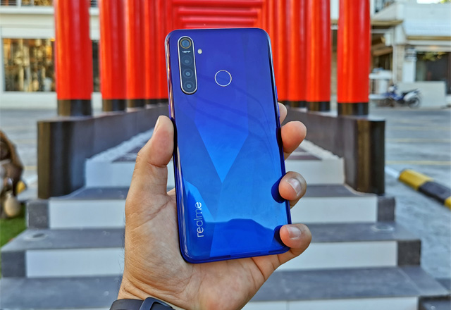 Let's review the Realme 5 Pro smartphone.