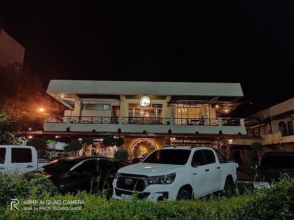 Lorenzo's Cafe by Realme 5 Pro with Nightscape mode.