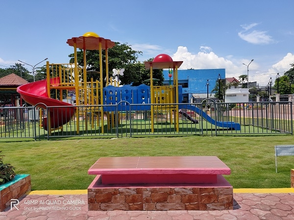 An empty playground by Realme 5 Pro.