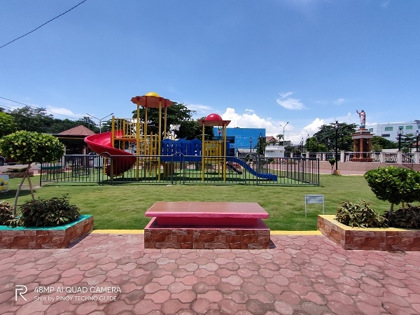 Empty playground by Realme 5 Pro with ultra-wide.