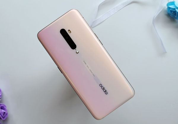 The OPPO Reno2 Pink color variant looks very good!