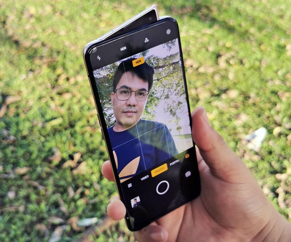 The motorized pop-up selfie camera of the OPPO Reno2 smartphone.