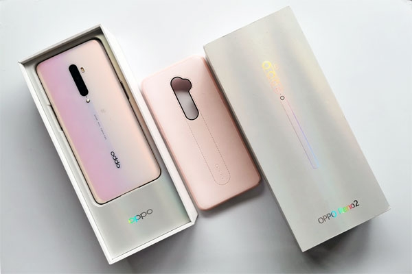 Unboxing the OPPO Reno2 smartphone.