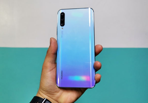 The Huawei Y9s smartphone in breathing crystal color.