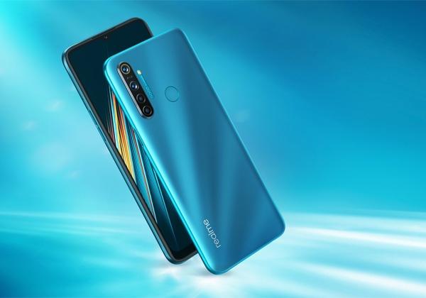 The Realme 5i in Aqua Blue color.